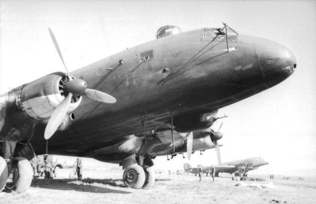 bundesarchiv-bild-101i-561-1130-39a-italien-flugzeuge-ju-90-auf-flugplatz.jpg